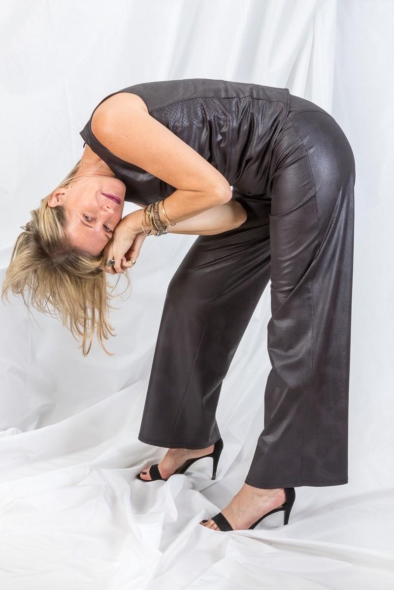 מכנסי גייד עשויים מבד דמוי עור